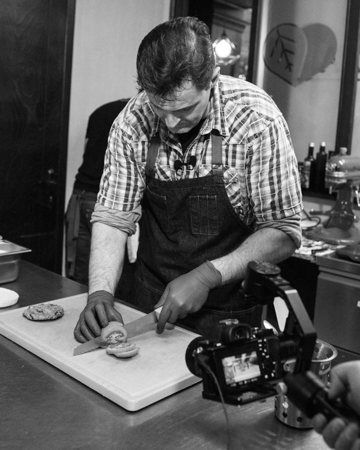 În bucătăria singurului restaurant vegan din Suceava, Bistro Lovegan (fotoreportaj)