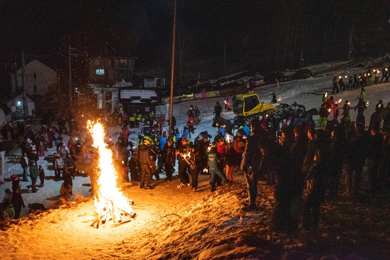 Parada Făcliilor, pe Pârtia Veverița din Vatra Dornei (fotoreportaj)