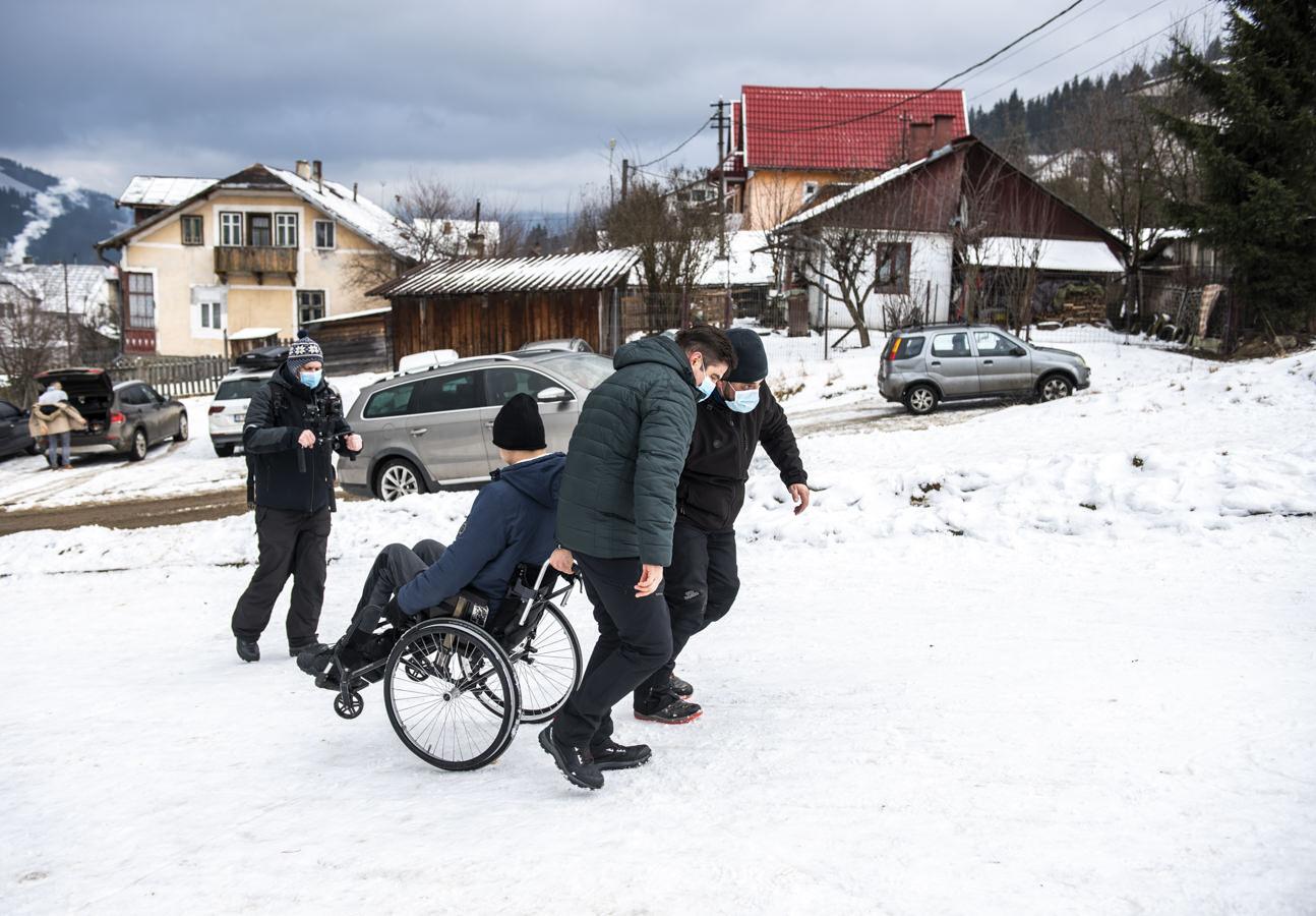 Din scaunul cu rotile, pe schiuri (fotoreportaj)